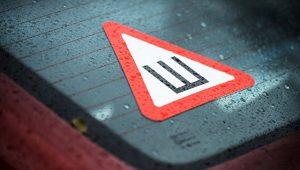 Защитник прав автолюбителей прокомментировал целесообразность знака «Шипы»